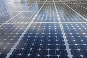 solar-panels-reflecting-the-sky-1364625-m